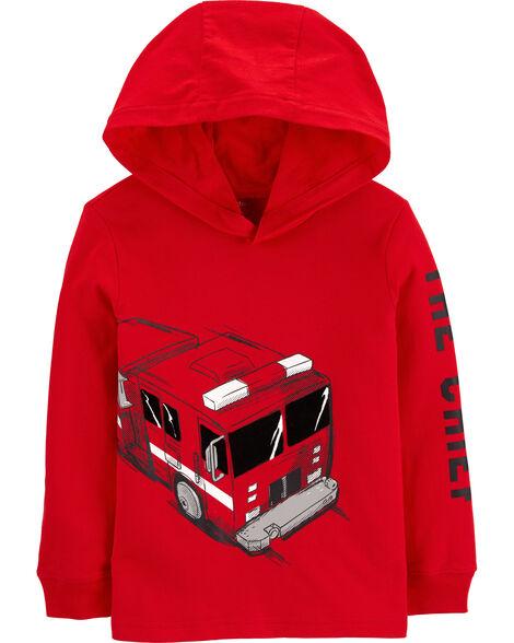 T-shirt à capuchon et camion d'incendie